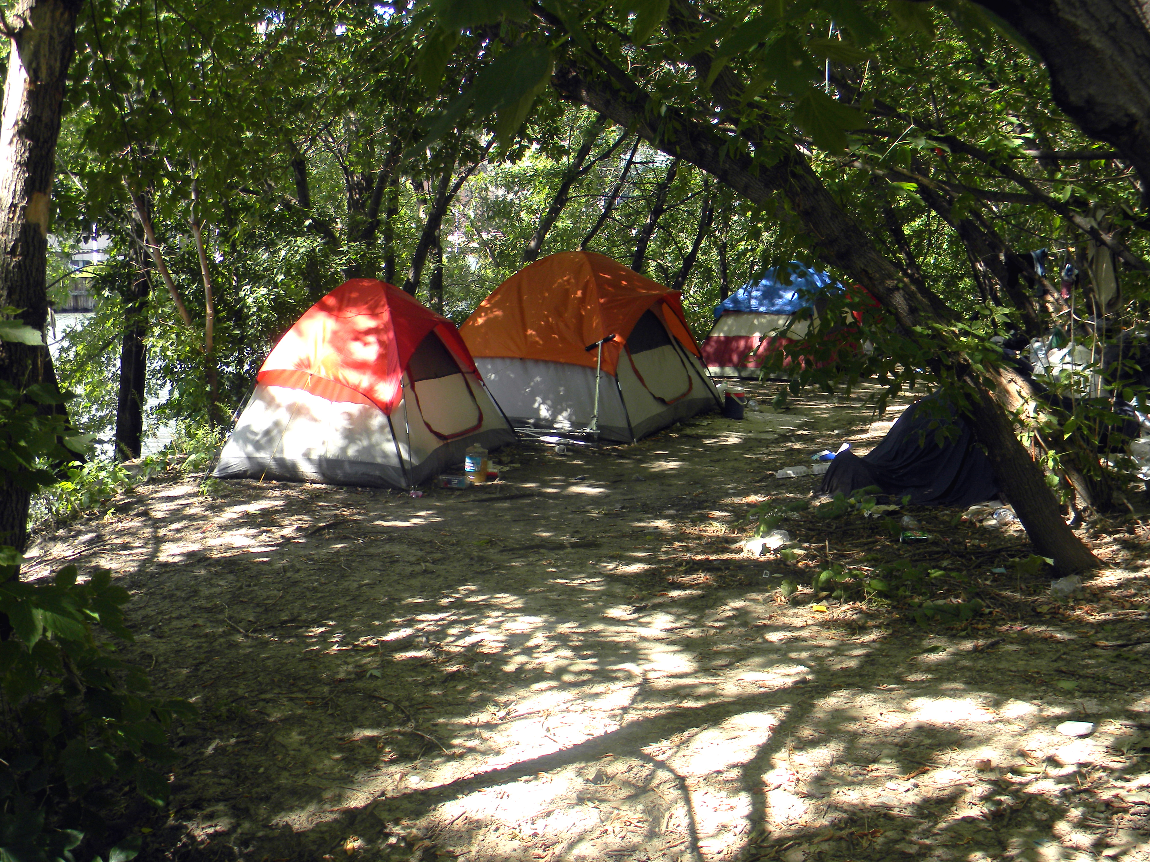 People Live in Tents in the Sloop on the Chicago River? & Sloopin - A South Loop Blog: Oh...People Live in Tents in the ...