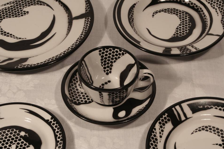 """Roy Lichtenstein and Jackson China Company,      """"Place Setting,     """" 1966. Photo: Bill Walker"""