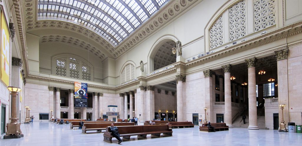 Great Hall,      Union Station. Photo credit: Velvet, licensed under the Creative Commons Attribution-Share Alike 3.0 Unported license.