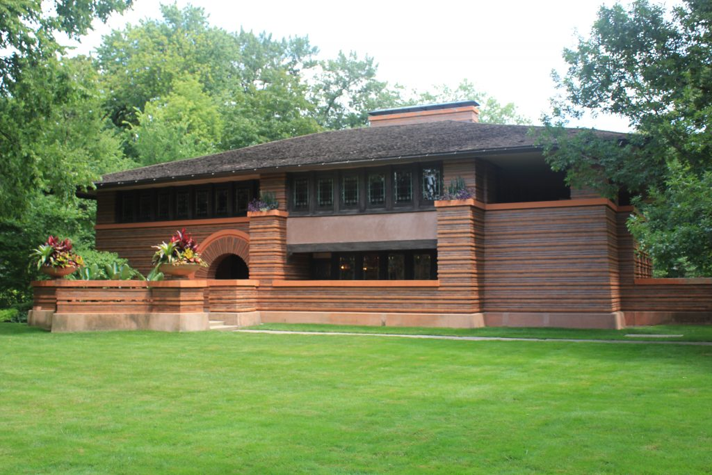 Oak Park, Arthur B. Heurtley House with horizontal lines and narrow, wide windows in front of bright green lawn